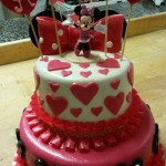 Szívecskés Minnie torta
