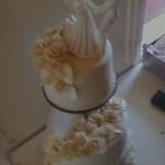 Ekrü esküvői torta 2