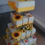 Napraforgós esküvői torta